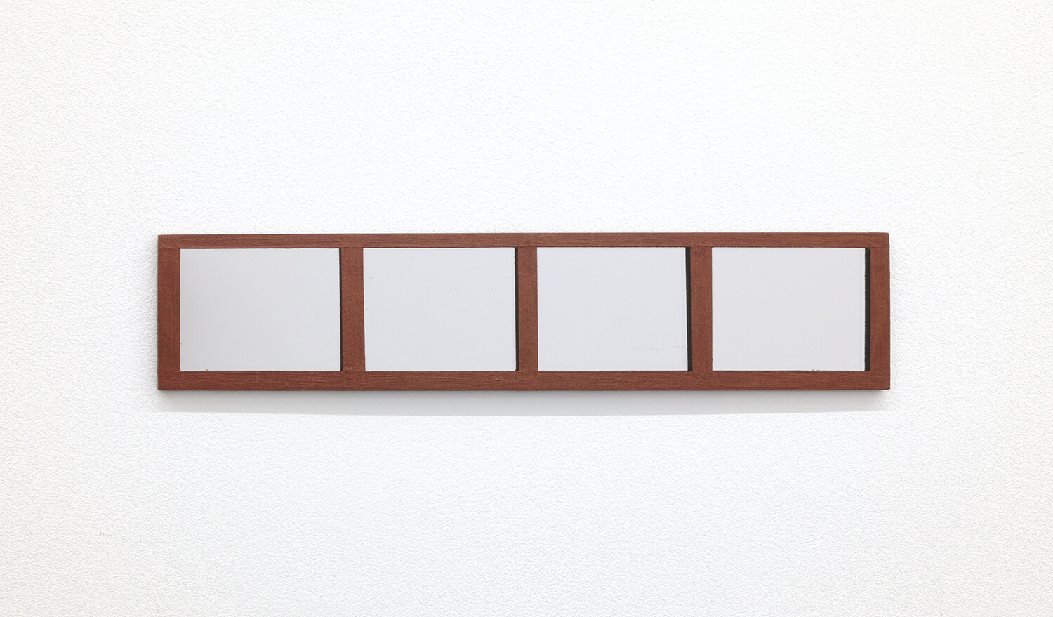 <strong>Untitled </strong><br>Acrylic paint, Japanese paper, wood, acrylic mirror 51 x 266 x 3 mm 2018