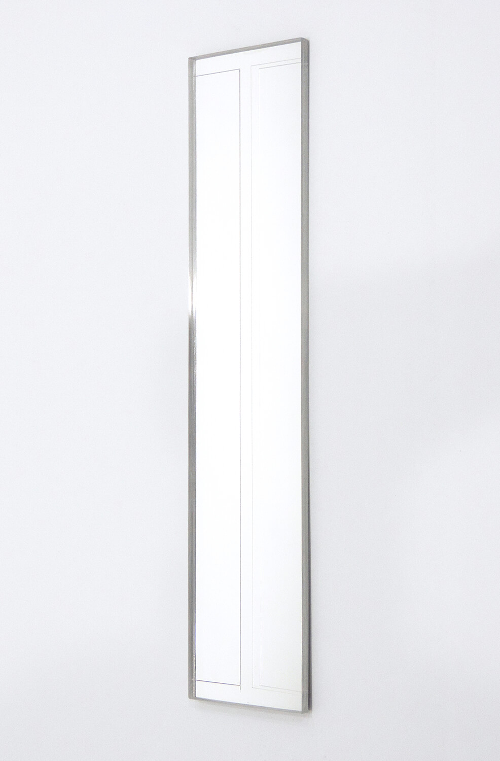 <strong>Untitled </strong><br>Acrylic mirror 295 x 60 x 6 mm 2013