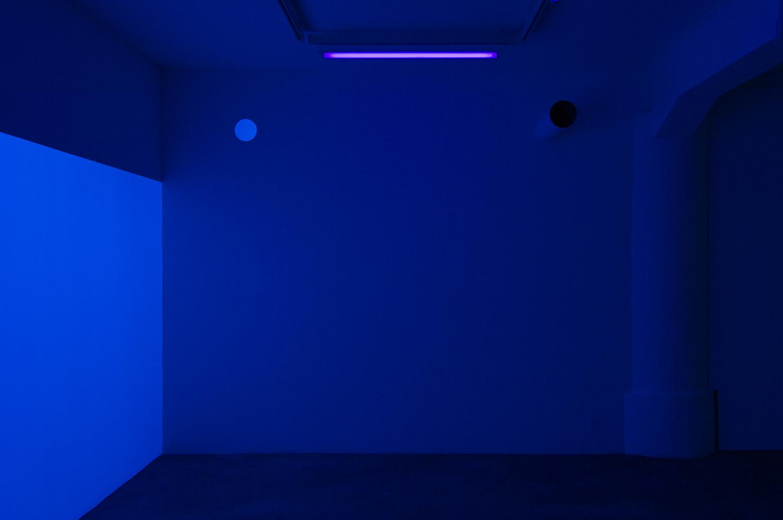 light work 2007#02<br>acrylic gauche, black light, diameter 18 cm, 2007 (upper left)