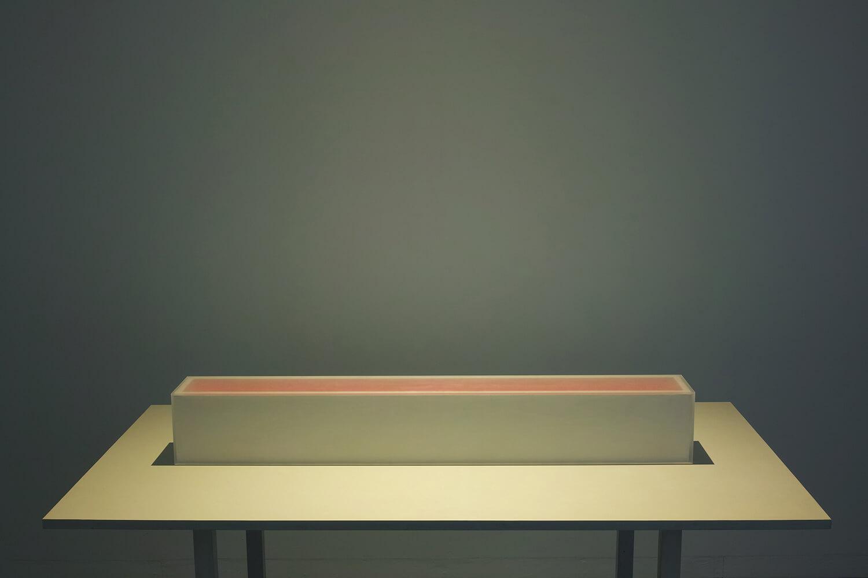 トオイ イロ<br>アクリル、木、色, 17x17x6.5cm, 2018