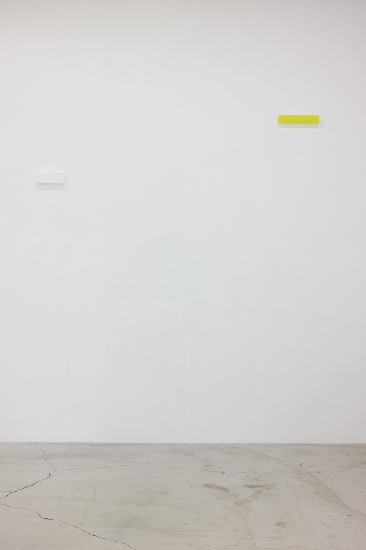 half note_white, silkscreen on perspex, 9 x 24 x 4 cm, 2018 (left)<br>half note_lemon, silkscreen on perspex, 6 x 36 x 4 cm, 2018 (right)
