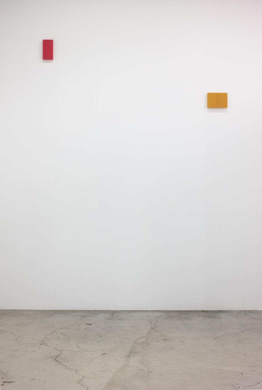 half note_red, silkscreen on perspex, 24 x 12 x 4 cm, 2018 (left)<br>half note_yellow, silkscreen on perspex, 18 x 24 x 4 cm, 2018