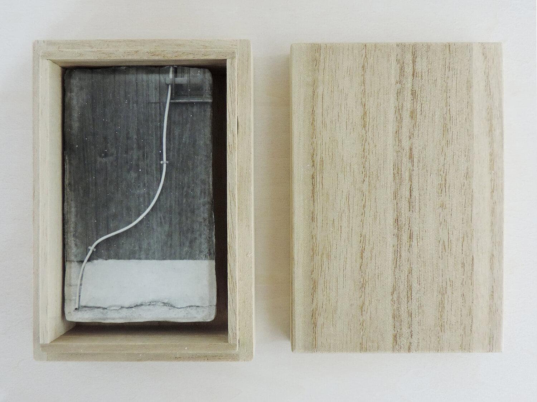 <b>drawing 2</b><br>和紙にゼラチンシルバープリント、桐箱入<br>900 × 55mm<br>2009