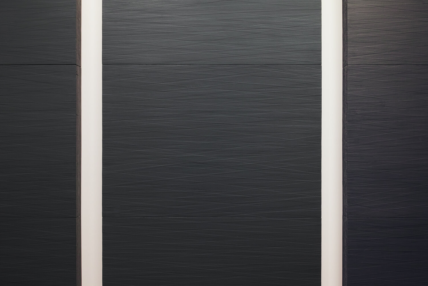 <b>桑山 忠明 Tadaaki Kuwayama</b><br>untitled (metallic dark blue, metallic dark gray)<br>oil, beewax, paper tape on honeycomb board<br>243.2 x 116.8 x 11.9 cm, each (set of 6)  1990