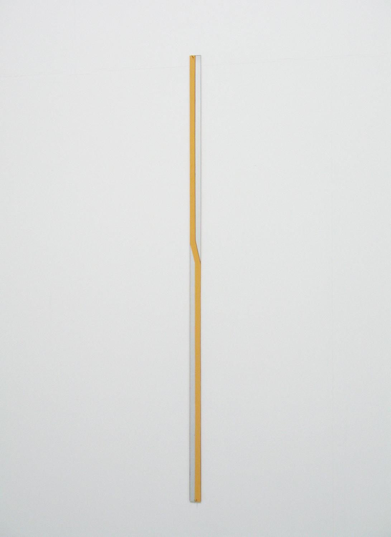堀尾昭子 Akiko Horio<br>アクリルミラー<br>アクリルミラー, アクリル 73.5 x 2 cm<br>2013