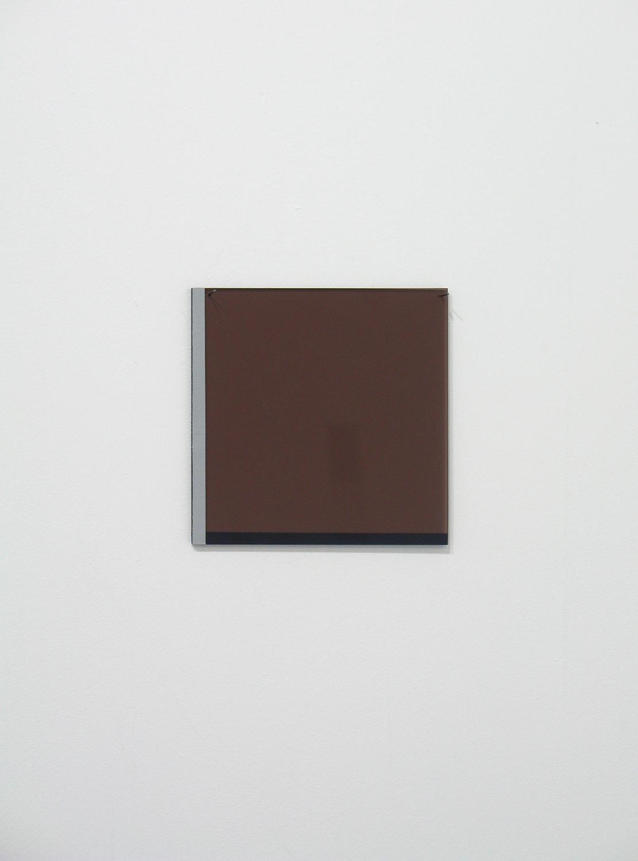 堀尾昭子 Akiko Horio<br>茶色<br>アクリル、アクリル板, 12.5 x 12.5 cm<br>2012