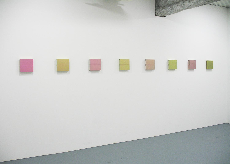 桑山忠明 Tadaaki Kuwayama<br>Titanium - pink & pale pink<br>a set of 8 pieces 20 x 20 x 5 cm each<br>2013