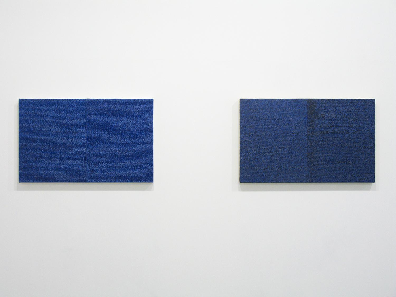 サイモン・フィッツジェラルド Simon Fitzgerald<br>Open Book blue-blue (left) Open Book blue-blue dark (right)<br>Oil, Amber on canvas over panel 37 x 60 cm<br>2008 each