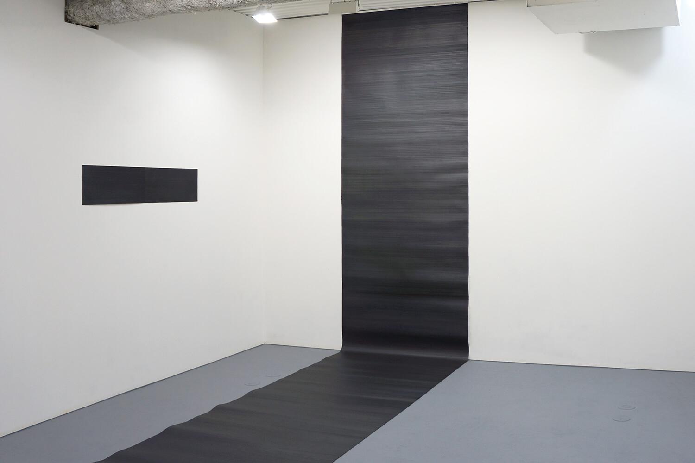 五十嵐彰雄 Akio Igarashi<br><strong>線 '08</strong><br>Pencil on Japanese paper, 25 x 119.5 cm, 2008(left)<br><strong>線 '10-1</strong><br>Pencil on Arche paper, 114 x 1000 cm, 2010(right)