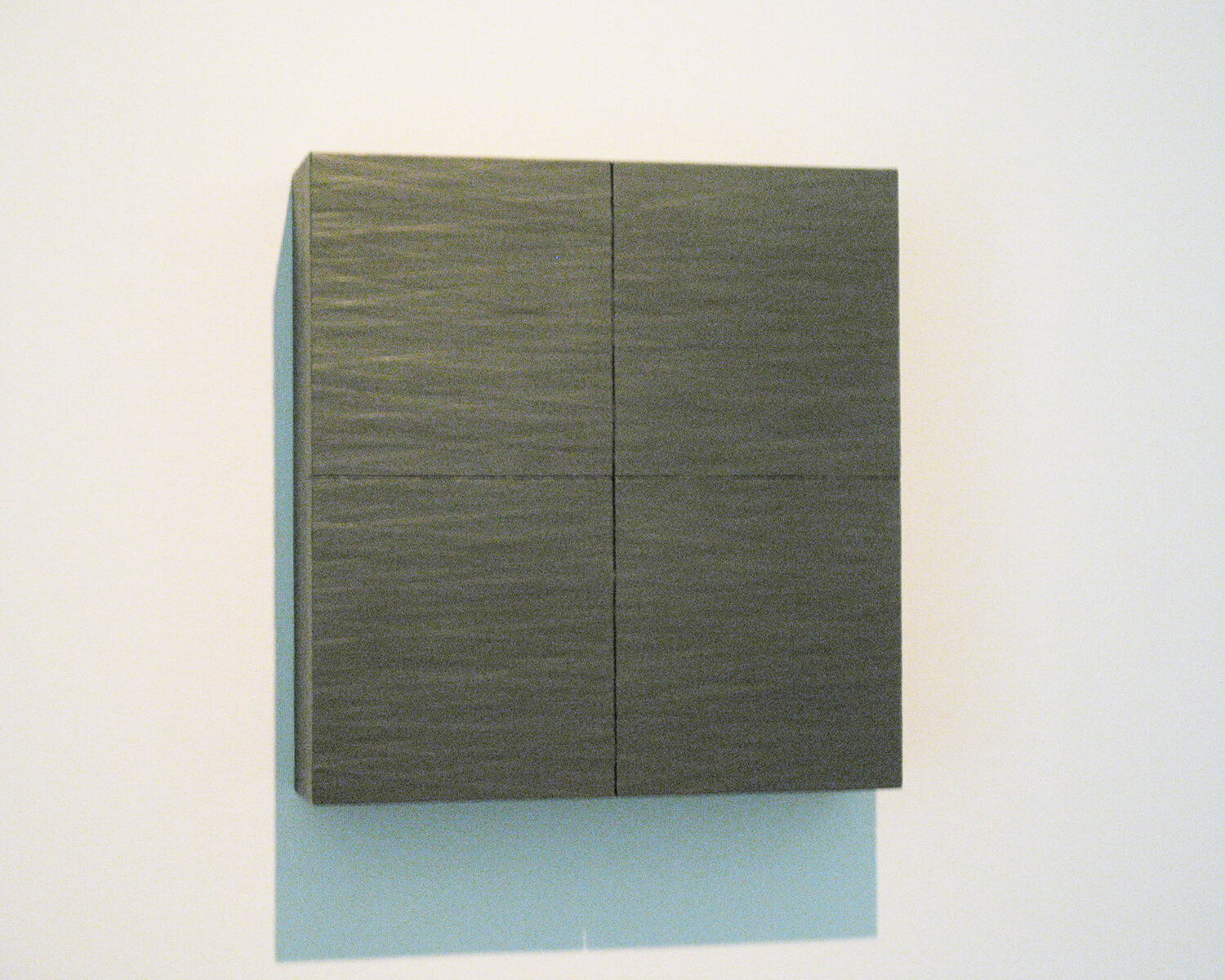 gun metal grey, 1989<br>be-wax, paper tape on honeycomb board, 64.0 x 60.8 x 15.7 cm / courtesy of Gallery Yamaguchi, Osaka