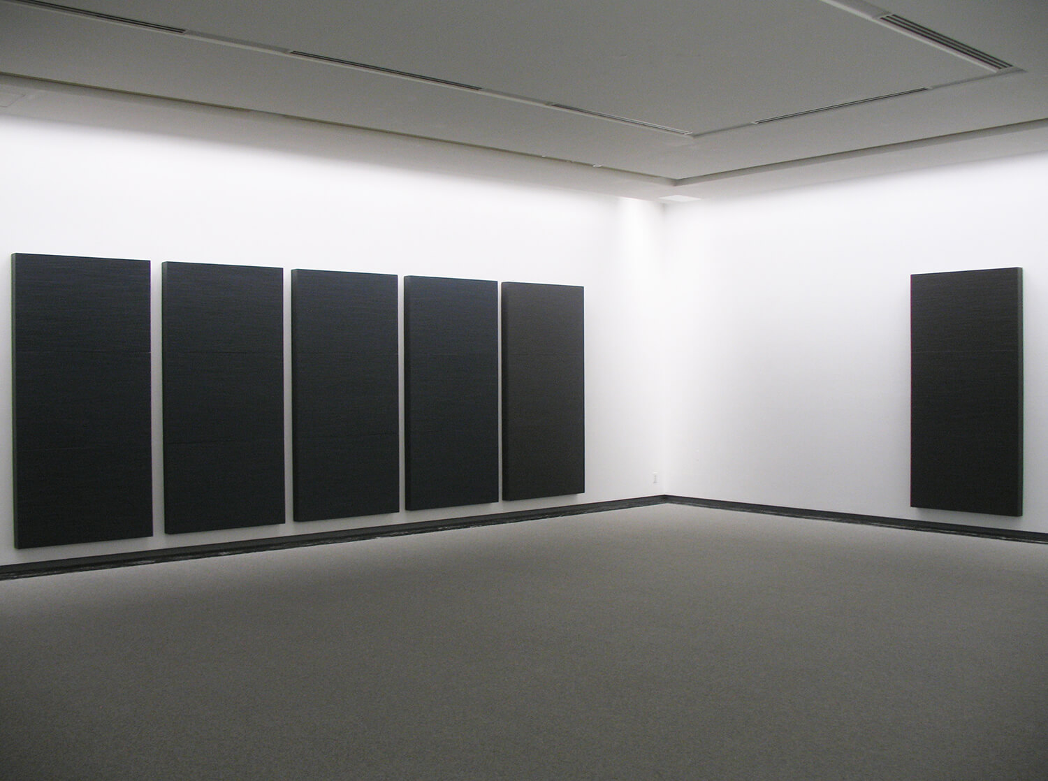 mettalic dark blue and mettalic dark gray, 1990<br>oil, bee-wax, paper tape on honeycomb board (3 panels/ 6 pieces) / 243.2 x 116.8 x 11.9 cm each / courtesy of Gallery Yamaguchi, Osaka
