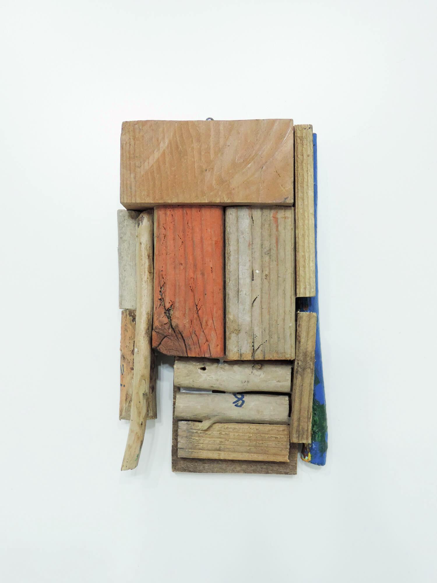 <b>Untitled</b><br>paint on wood 22 x 13 x 5.2 cm 1998
