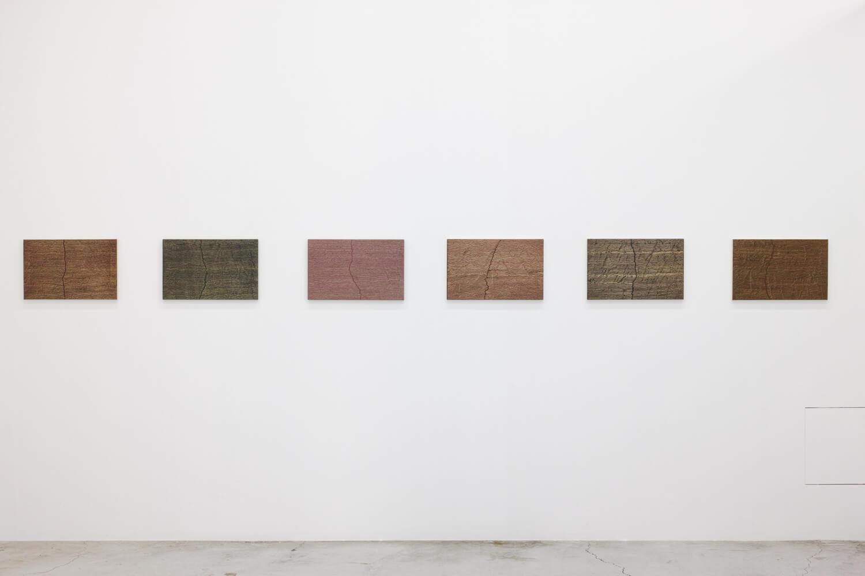 <b>Installation View -Fissure series - 2001