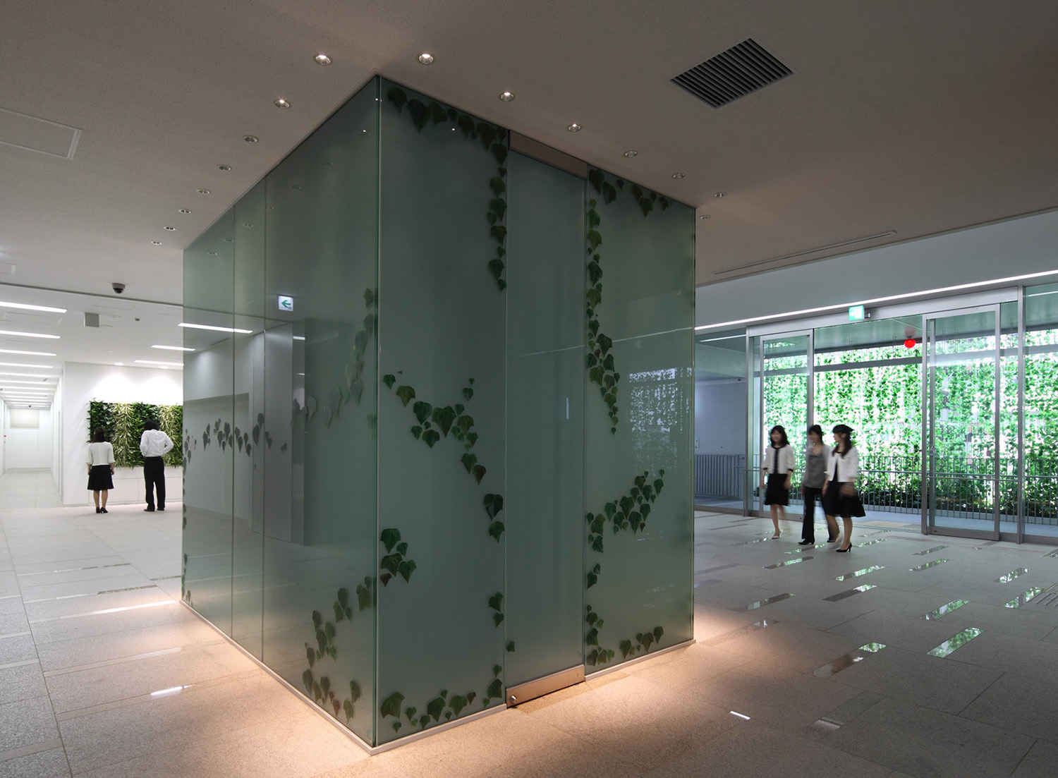 JR尼崎西日本ビル -permanent installation 2009