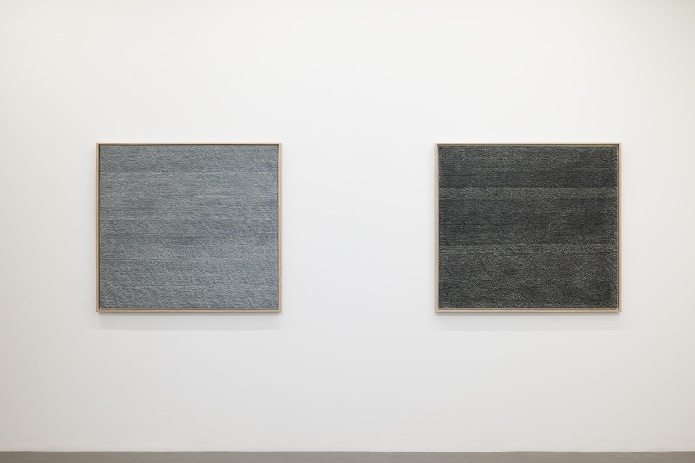 サイモン・フィッツジェラルド|Simon Fitzgerald<br>Untitled - Breath (silver)|Oil on canvas|96.5 x 106 cm|1997 (left)<br>Untitled - Breath (black)|Oil on canvas|96.5 x 106 cm|1997 (right)
