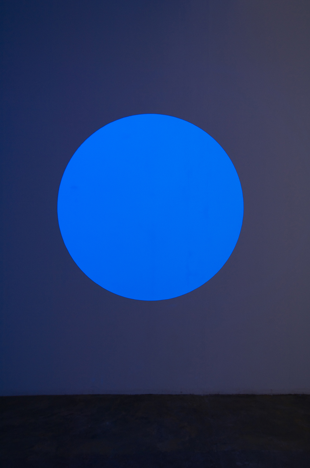 light work 2007#03<br>acrylic gauche, black light, diameter 120 cm, 2007