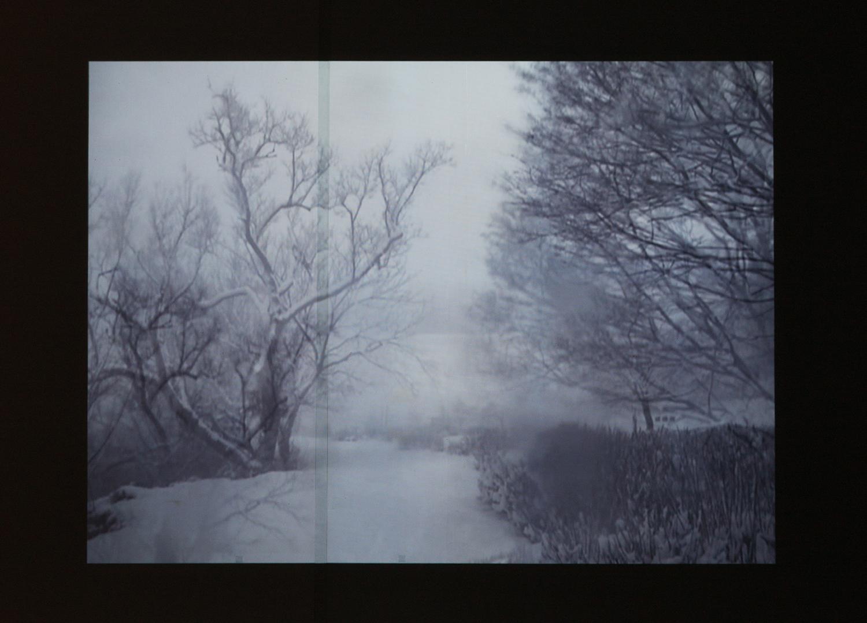 <b>シロイ夜|white night</b> プロジェクター、メディアプレイヤー|projector, media player 2013
