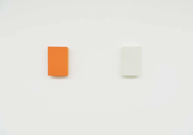 WORK16-1(brown) / WORK16-9(beige) アクリルにシルクスクリーン , 10 x 15 x 4 cm , 2016