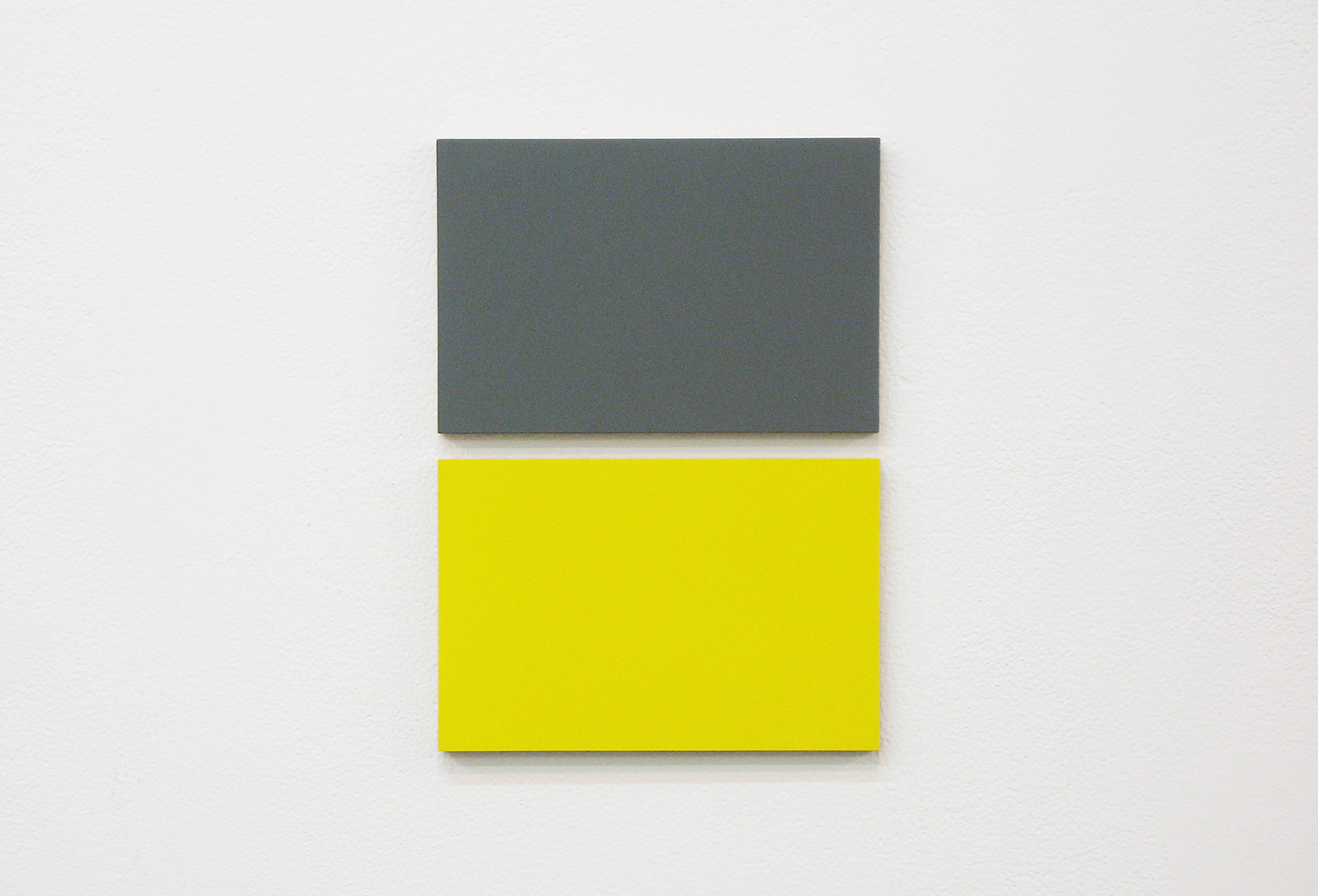 2col-09(gray & yellow)casein, pigment on canvas & aluminum (2 parts, 10 x 15 cm each)