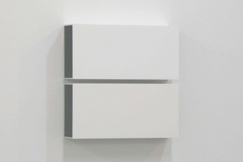 越野 潤|JUN KOSHINO<br>Two Colors 3|Aluminum, casein, pigment|25 x 25 x 6 cm|2011