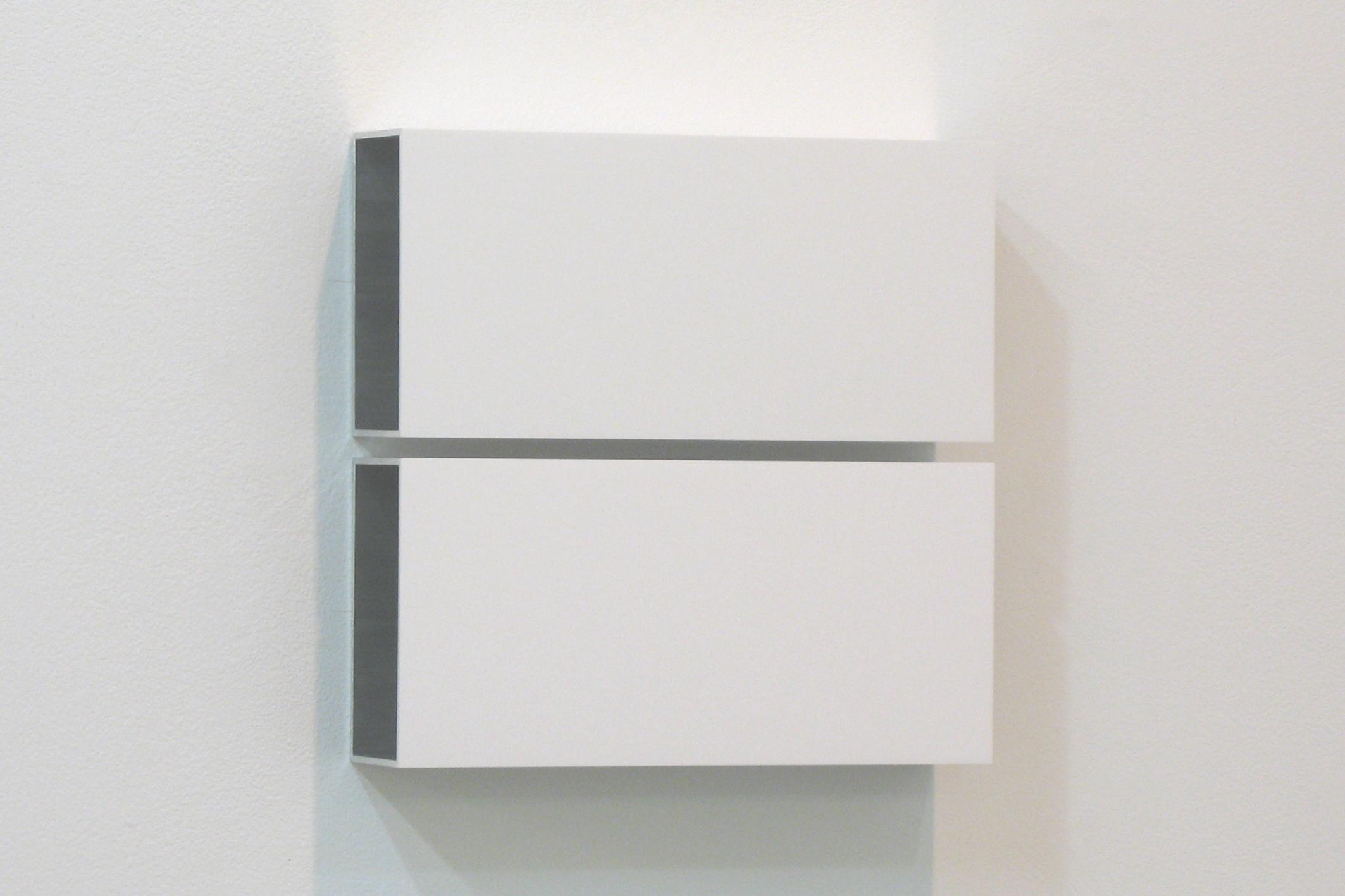 越野 潤|JUN KOSHINO<br>Two Colors 4|Aluminum, casein, pigment|25 x 25 x 6 cm|2011