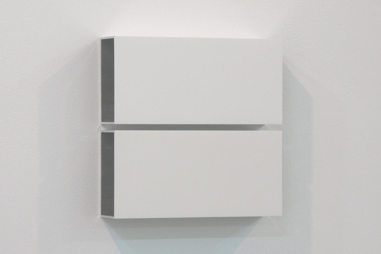 越野 潤|JUN KOSHINO<br>Two Colors 6|Aluminum, casein, pigment|25 x 25 x 6 cm|2011