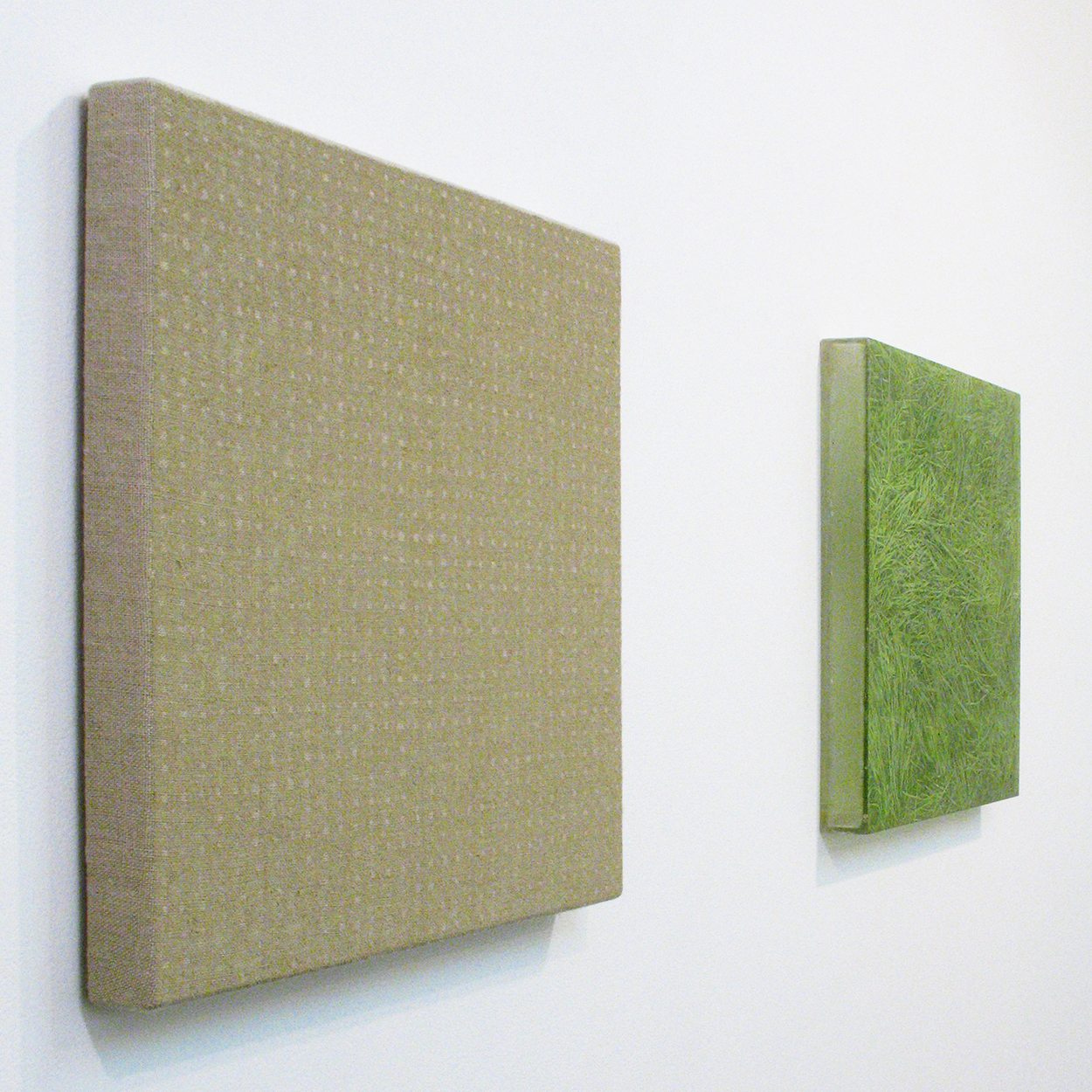 Hemp-square series|acrylic on canvas|42.5 x 42.5 cm|2006 (left)<br>Photo painting-bush 叢|oil on polyester resin panel and mixed media|42.5 x 42.5 cm|2008 (right)