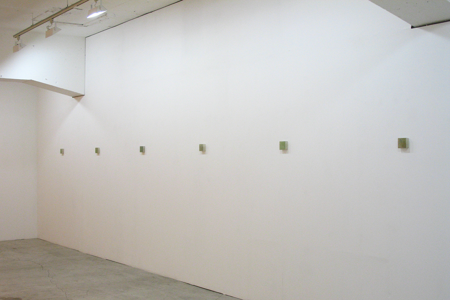 Installation view<br>Photo-painting 草上のかおり|Scent on the grass - series|7.5 x 7.5 x 3 cm|Oil on FRP, mixed media| 2009 each