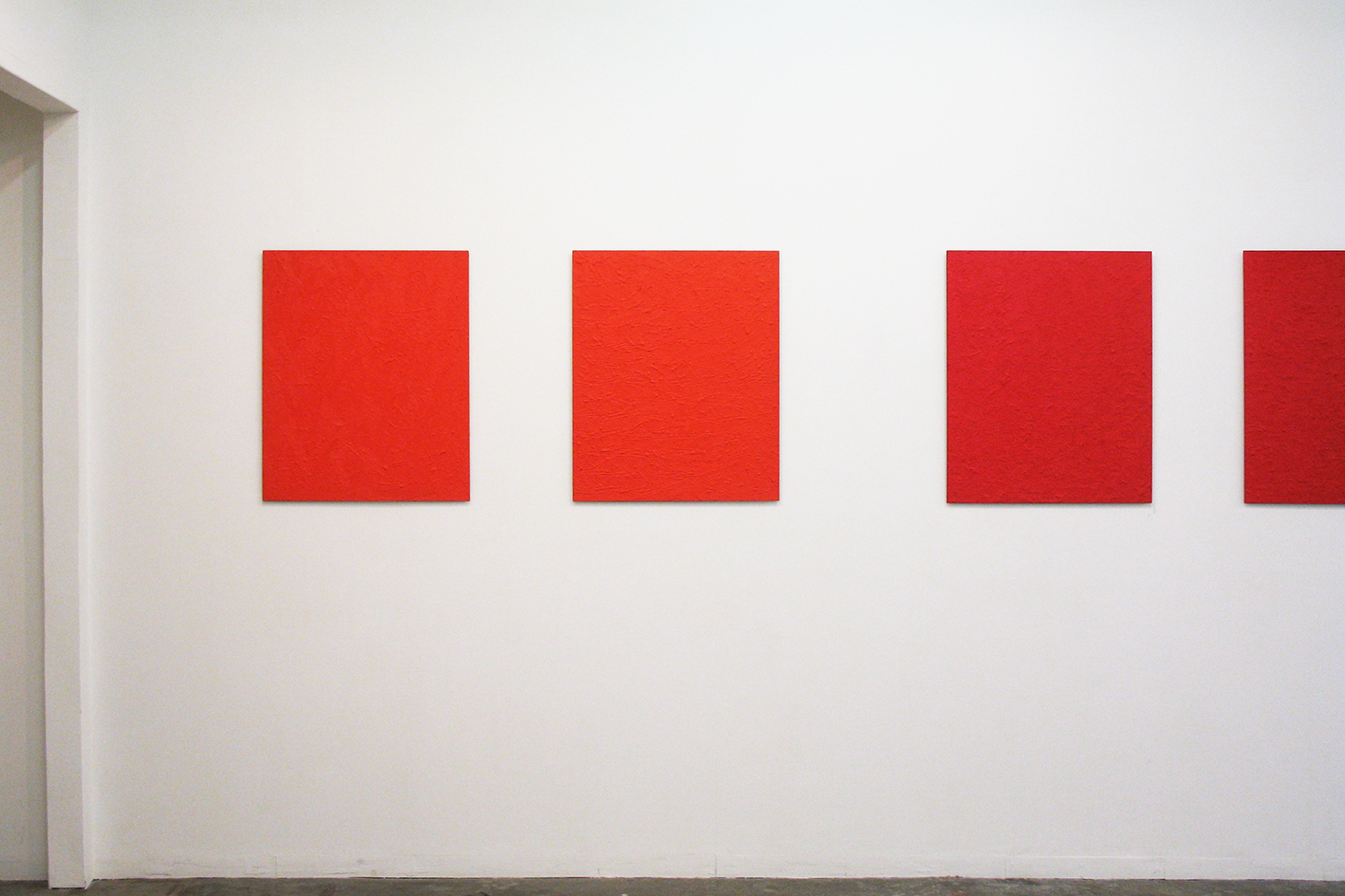 Installation View: Untitled - Gold Red(金赤) (left 2 pieces) & Untitled - Beni Red(紅赤)(right 2 pieces)<br> Oil on aluminum|727 x 606 mm|2012 each