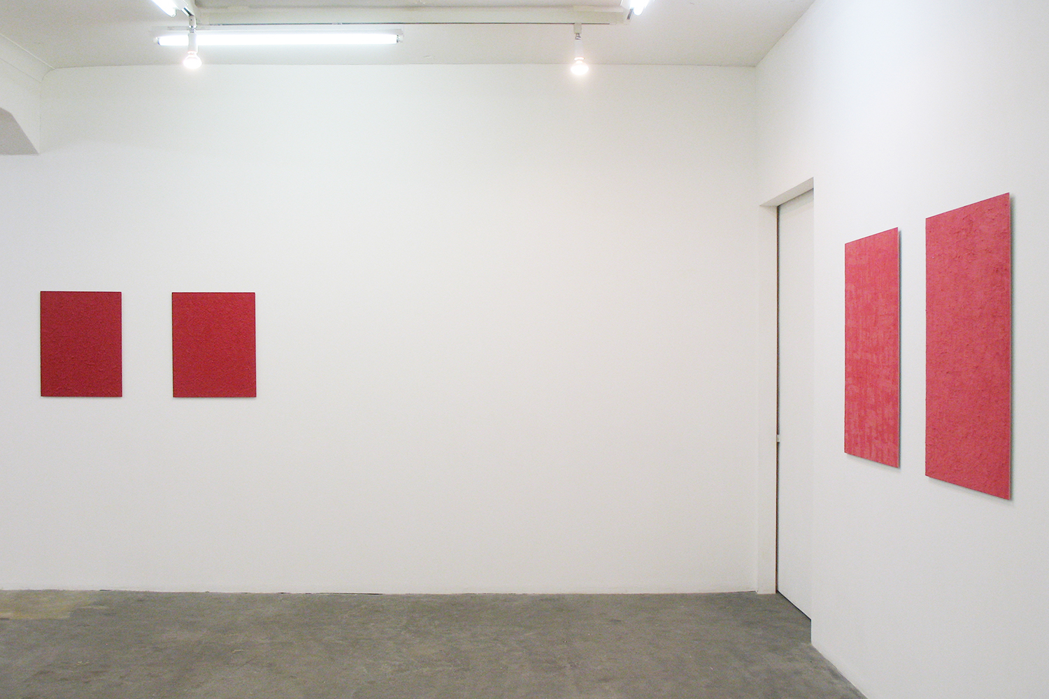 Installation View: Untitled - Rose Red (left 2 pieces)| Oil on aluminum|606 x 500 mm<br> Untitled - Deep Red (right 2 pieces)|Oil on aluminum|910 x 727 mm|2012 each