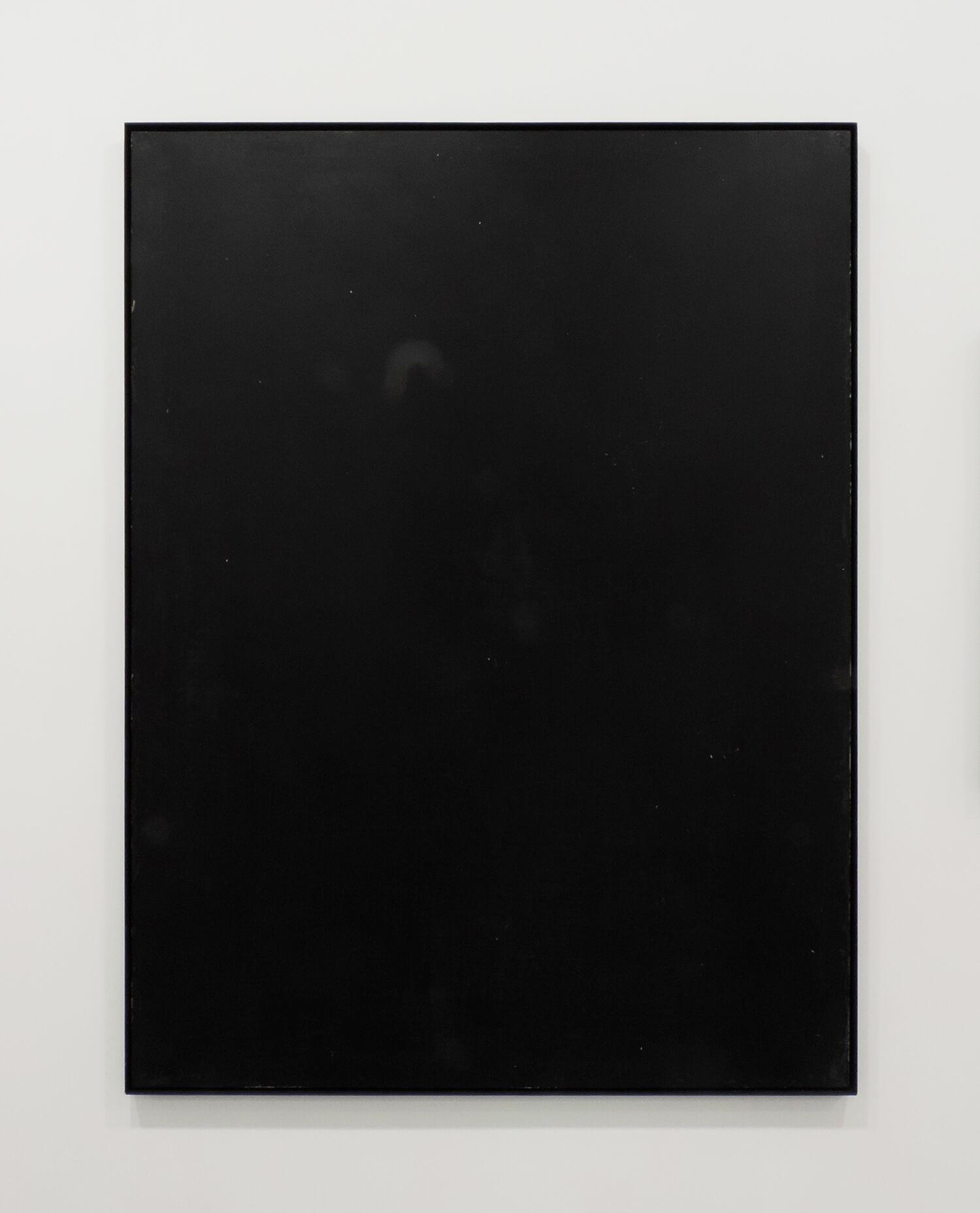 <b>black board</b><br>木製パネルに綿布、黒板塗料、鉄製フレーム<br>1234 × 930 mm<br>2009