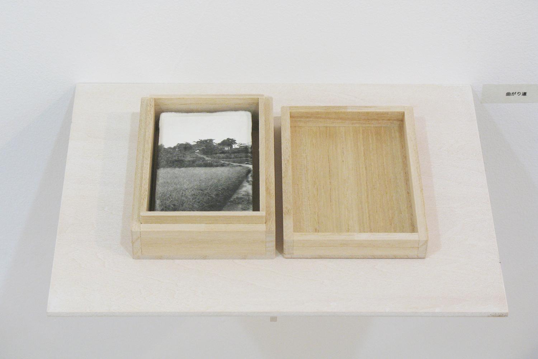 曲がり道|和紙にゼラチンシルバープリント・桐製箱|113 × 155 × 30 mm|2009