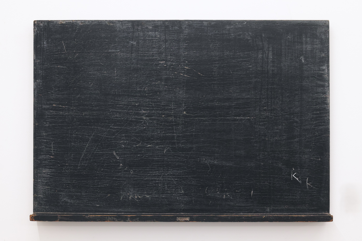 Initialize|Calk on old black board|610 x 905 x 65 mm|2020<br>¥50,000-120,000