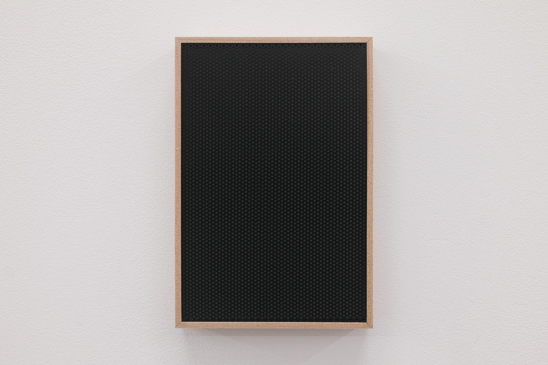 遠くの夜景/Far night view|Perforated board, acrylic paint, luminescent pigment|155 x 105 x 30 mm|2020<br><br>「夜景」という作品を作ってからこれを作った。遠い灯は小さく見えるのでタイトルを「遠くの夜景」とした。ベタな命名だ。<br>照明を消すと、小さな灯が遠くに見える。