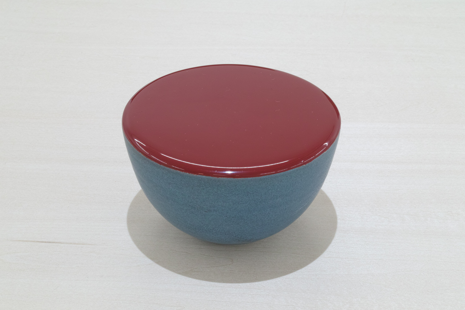 ゆるやかな平面・R/gently curved surface|Artificial lacquer with vessel by Saiko Fukuoka|112 x 112 x 70 mm|2019<br>¥50,000-100,000