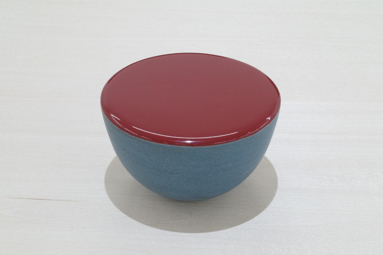 ゆるやかな平面・R/gently curved surface|Artificial lacquer with vessel by Saiko Fukuoka|112 x 112 x 70 mm|2019