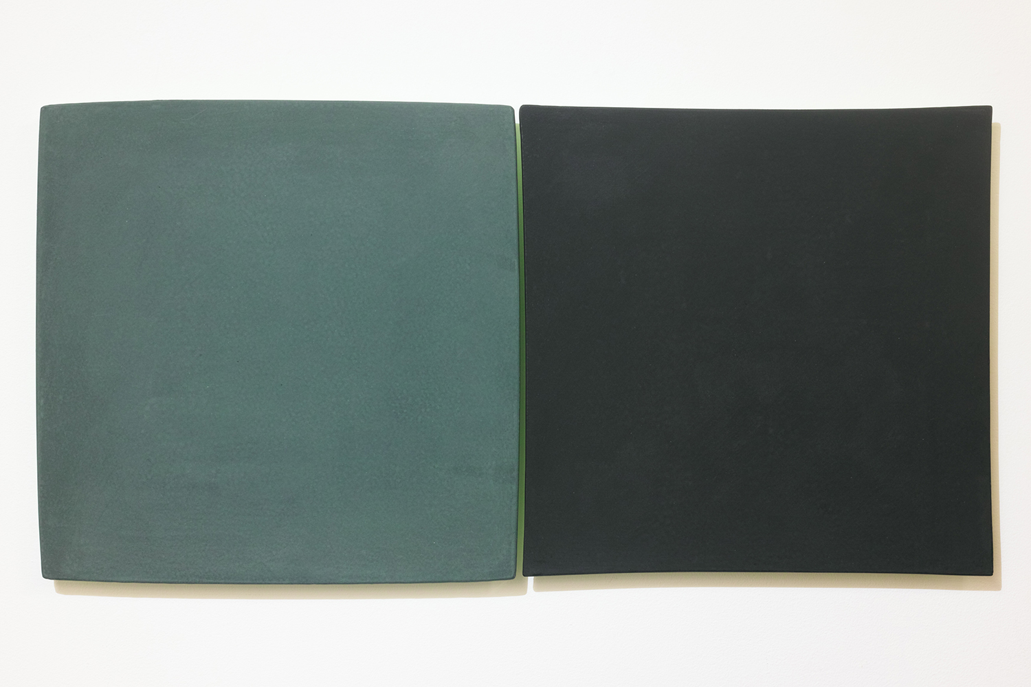 線を見つける・A/Find the line A|Blackboard paint (green / black)  on the panel,  luminescent pigment|300 x 300 x 20, 290 x 290 x 20 mm|2020<br>Sold