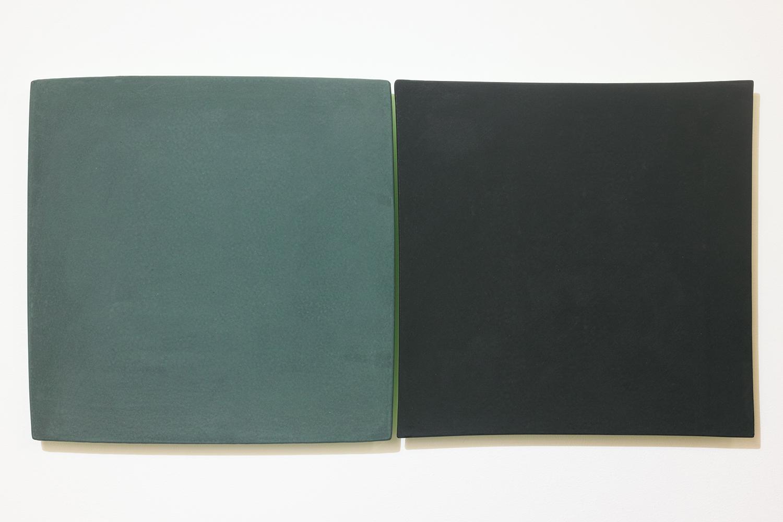 線を見つける・A/Find the line A|Blackboard paint (green / black)  on the panel,  luminescent pigment|300 x 300 x 20, 290 x 290 x 20 mm|2020