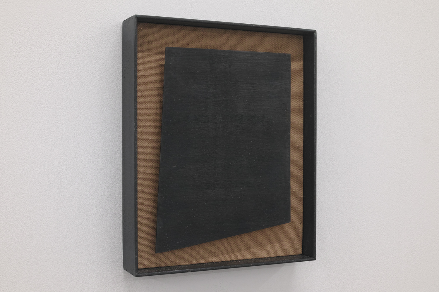 四角形を作る4 本の直線/4 straight lines to make a rectangle|Linen, copper plate on the panel, iron|200 x 165 x 30 mm|2019<br>Sold