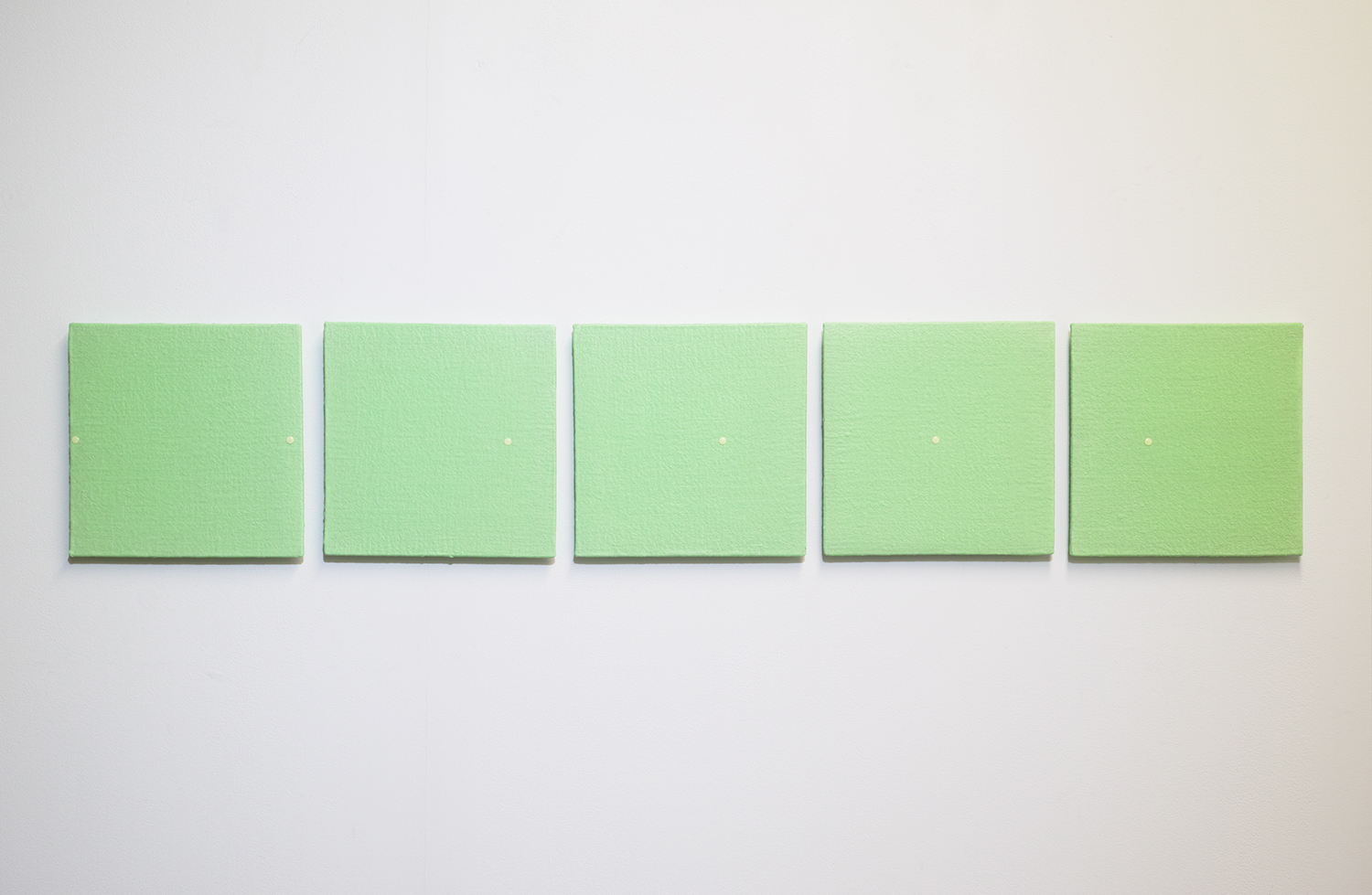 等間隔/Equal interval|Acrylic paint,  luminescent pigment and seal on panel|215 x 215 x 20 mm set of 5|2020<br>¥130,000-250,000