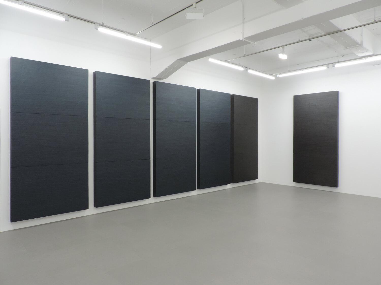 <b>桑山 忠明 Tadaaki Kuwayama</b><br>untitled (metallic dark blue, metallic dark gray)<br>oil, beewax, paper tape on honeycomb board<br>243.2 x 116.8 x 11.9 cm, each (set of 6)  1990