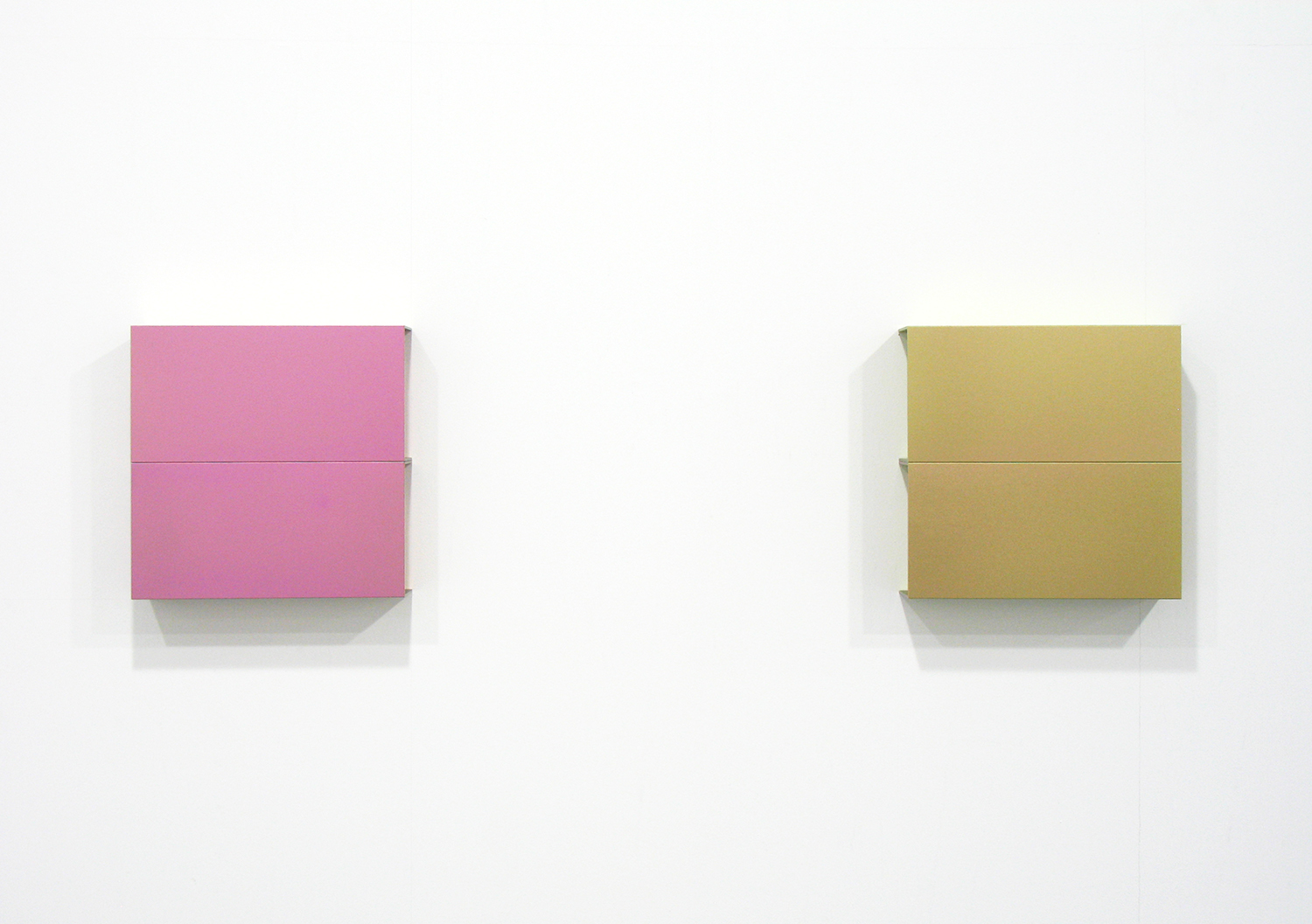 桑山忠明 Tadaaki Kuwayama<br>Titanium - pink & pale pink<br>a set of 8 pieces 20 x 20 x 5 cm each<br>2013