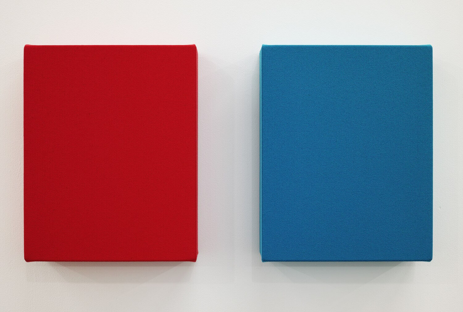 Text No.1118 / acrylic on cotton, 280 x 229 x 50 mm, each (set of 2), 2017