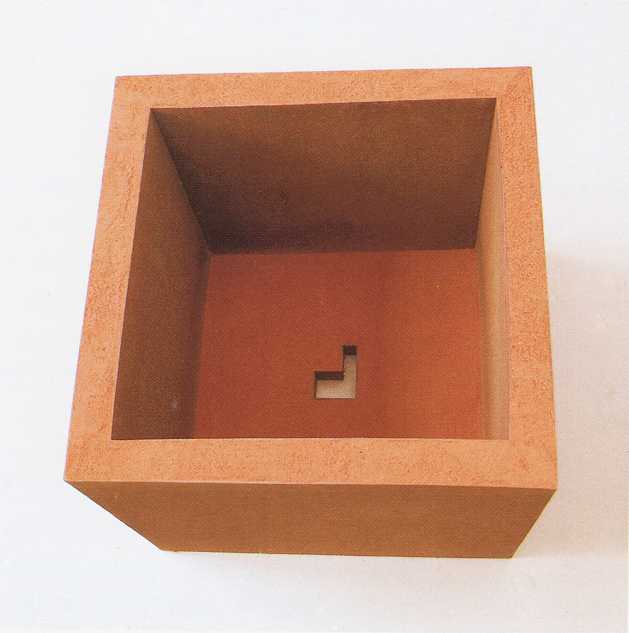 Sink|iron and red sand|49 x 45 x 45 cm|1992