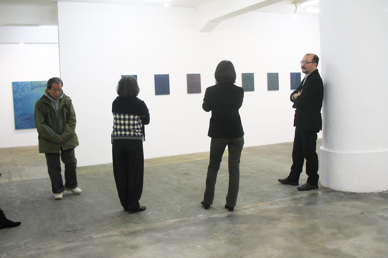ギャラリートーク(右から2番目:三浦洋子 右端:尾崎信一郎氏)